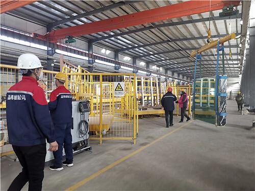 新疆新晶华浮法玻璃生产线一端